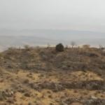 Хорошо виден гребень юго-восточного отрезка стены за пределами крепости
