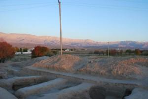 Северный край раскопа, с видом на ряд небольших хозяйственных помещений, в основном представленных хумханами