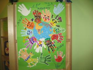 Рисунок, созданный несколькими детьми в рамках психологической работы.